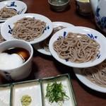Gomangoku - 生卵、とろろ芋をつゆに溶き入れるのが出石皿そばの特徴。一人前は5皿と決まっています。