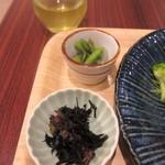 峠の玄氣屋 グングンカフェ - セットにはヒジキや野菜のお浸しや玉子焼き等3種類の小鉢が添えられてました。