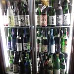 割烹 魚仙 - 地酒がいっぱい
