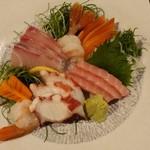 海鮮和食 行楽庵 - 自慢の鮮魚5点盛り合わせ1,490円