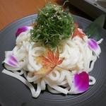 地鶏と個室居酒屋 よし河 -  名古屋コーチンのすき焼き鍋税抜1590円(写真は2人前)〆のうどん