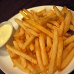 ビアカフェ・バーレイ - ベルギー風フライドポテト550円です。 フライドポテトの発祥の地ベルギー風にソースをつけて食べるようになっています。
