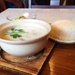 Sukhontha Cafe - トムカーガイのランチセット