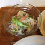 Sukhontha Cafe - 春雨のサラダ