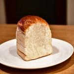 PARADIS - 湯種食パン@380円:3分の1ずついただきます。