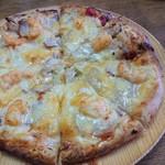 森のピザ工房 ルヴォワール - エビとベーコンのピザ