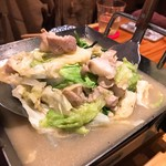 がみ屋一丁目 - 焼き上げると適度なボリュームに。 モツもプリプリで塩ダレのスープが美味しい。