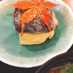 なかなか室屋 - 厚焼き玉子の上に焼き魚