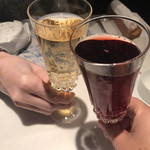 クッチーナ イタリアーナ ガッルーラ - スパークリングのぶどうジュースの赤と白で乾杯☆