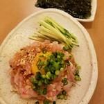 骨付肉専門 徳太郎 - 赤鶏ユッケ 690円