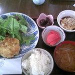 977081 - 本日のランチ 豆腐ハンバーグ サラダ添え、花豆、赤大根酢漬、とろろ