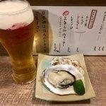 海鮮立呑 牡蠣スタンド - ヤバイ!何杯でも飲める…(3杯目)