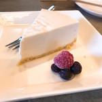 97705788 - ②ブルーベリーのレアチーズケーキ378円