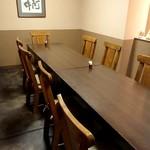 雪屋 - 一番奥の大きなテーブル席