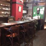 珈琲 春秋 Kobe - 1F カウンターとテーブル、2Fテーブル4.2人席あります。
