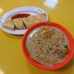 世界豆漿大王 - 料理写真:鹹豆漿(25元)とツォンタンピン(ネギ入り玉子クレープ風)(30元)