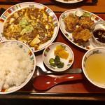 すけろく - 料理写真:麻婆豆腐と唐揚げセット