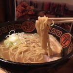 王龍ラーメン - 麺も美味しい もっともっと流行るよ、ここ! 百名店の欽なんちゃらより全然イケてる