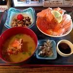 岩山海 - サーモンといくらの親子丼(750円)