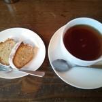 音楽喫茶 アマンダ - くるみのケーキ350円+紅茶430円