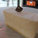 エレナクレア - 料理写真:リピート率NO.1、とろけるレアチーズケーキ(350円)