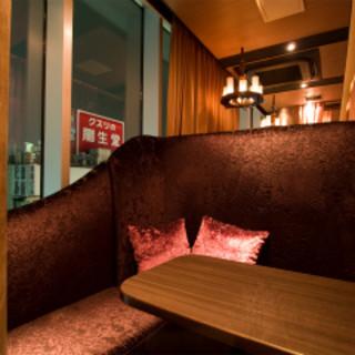 新宿の夜景を見下せるカップルシートで二人の距離も縮まります。