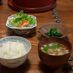 旅舎右馬允 - 2018.11 ご飯(こきび入り)、栽培物なめたけと豆腐と三つ葉のお味噌汁