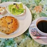 97723402 - モーニングとして、オーガニックコーヒー(450円+税)、ベーグル・雑穀塩バター(200円+税)
