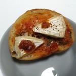 ブレッド - カマンベール バジルトマトソース
