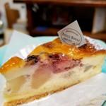 97733668 - 梨とベリーの焼チーズケーキ