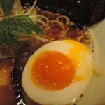 umaimennihafukukitaru - 半熟煮玉子半個はまったりウマい。