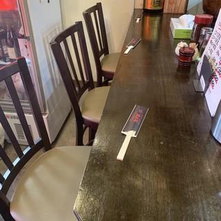 【カウンター席】お一人様やご友人とのお食事におすすめのお席です。