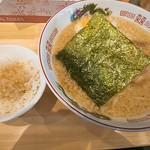 ザ・東京豚骨ラーメン屋 SAKU - 料理写真:背脂豚骨醤油(780円)&ミニ背脂丼(100円)