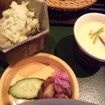 地鳥めん棒 玉川 - サラダ、漬物、茶碗蒸し