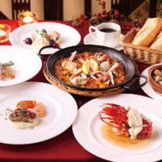 お得なコースあり♪季節の食材を使った料理をご堪能下さい。