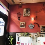おれんじ - オープン時は「白」をテーマにしたようなお店でしたが、改装後「赤と茶」がイメージカラーになっています(2018.12.3)