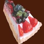 ルージュトマト - ベリーレアチーズタルト
