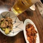 中国料理 九龍居 - 料理写真:サービスつまみとキムチ