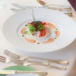 アルピーノ - 料理写真:カナダ産 活オマール海老と帆立貝のサラダ仕立て セルリラヴのレムラードと共に