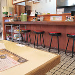 ラーメン かなで食堂 - 家族連れが利用しやすい小上がりがある他、おむつ交換台の設置、絵本が用意してあるなどのサービスがあるそうです。