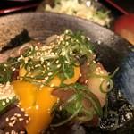 呑みくい処 城下  - 海鮮ユッケ丼 ランチ950円 ポテトサラダ 味噌汁付き