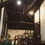 カメ コーヒー キョート - 2階席から*立派な柱