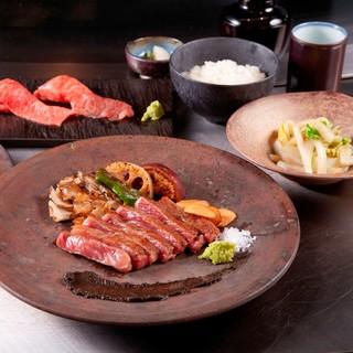 至極のお食事体験を。松阪牛と神戸牛の両方を揃えております