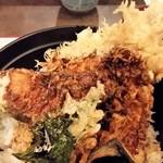 そば茶屋庄吉 - 天丼は、衣が厚め、タレがちょっと辛かったですね。