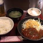 金の蔵 - 煮込みハンバーグ定食 ¥650- ランチビール ¥200- (2018/11/29)
