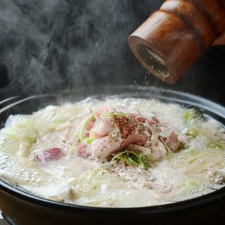 【超オススメ】ゴリゴリに肉が入った肉鍋!〆は汁なし担々麺風◎