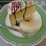 カフェセラード - バターと砂糖控えめのケーキ