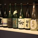 酒まる / SAKEmaru - 約7種類の日本酒を常備。空き次第、新鮮な日本酒を順次入れ替えます。