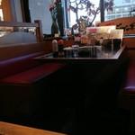 ジャンボ海老まるやま門田店 - テーブル席の様子です。