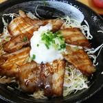 黄金の豚 - 料理写真:炙りチャーシュー丼。